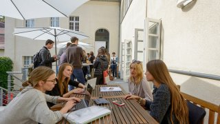 Find a relaxing spot to meet up with your friends and fellow students at the spacious Berlin campus