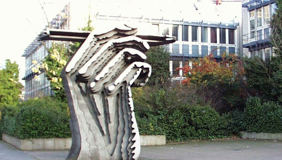 groplastik hand am zeichenstift von prof klaus kammerichs campus golzheim - Fh Dsseldorf Bewerbung