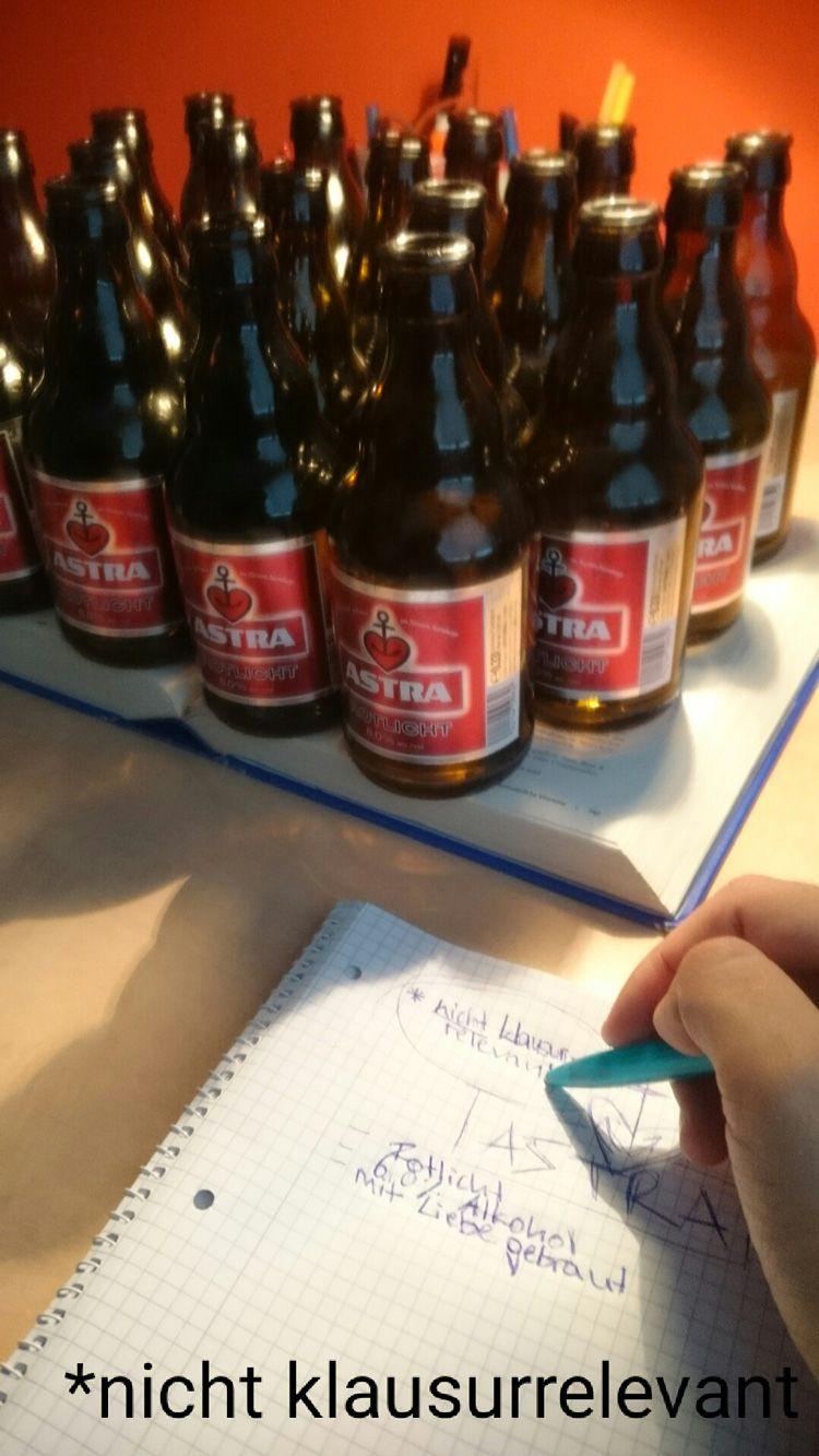 Biersammlung auf Schreibtisch